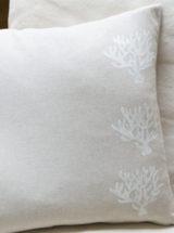 Cojin-coral-blanco-metalizado-plata-decoracion-handmade-Times Market