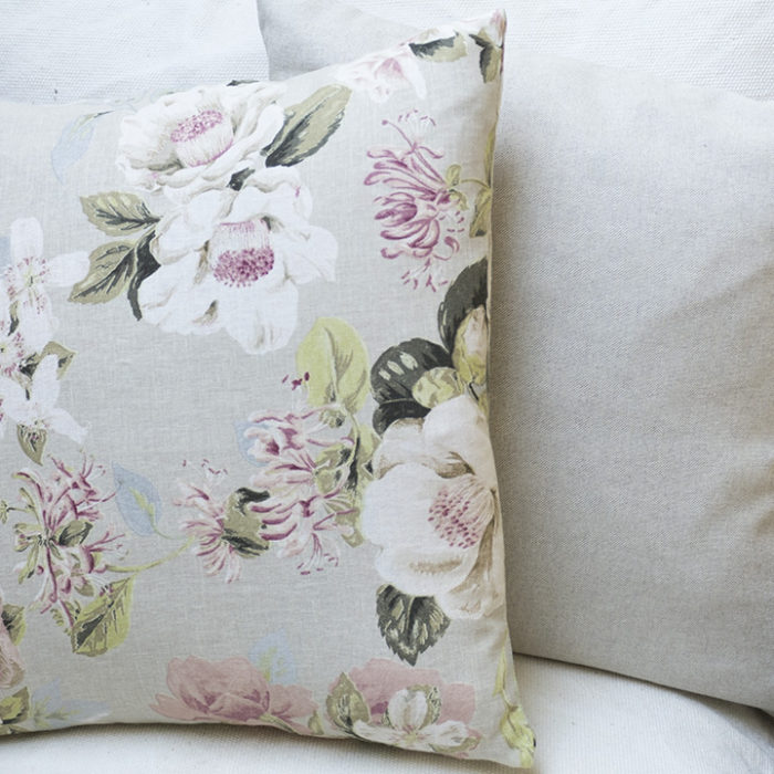 Cojines flores-arena-salon-sofa
