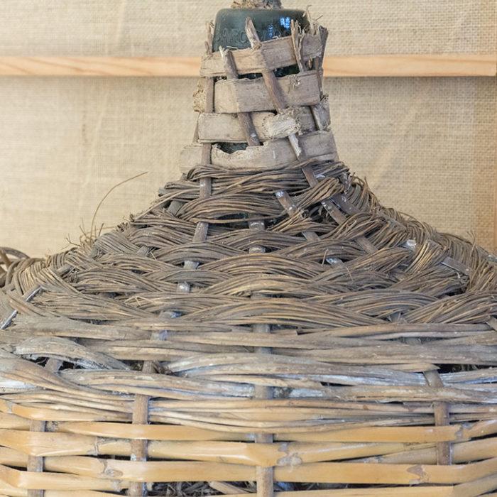 Damajuana-mimbre-antigua-Time´sMarket-decoracion-eventos-bodas