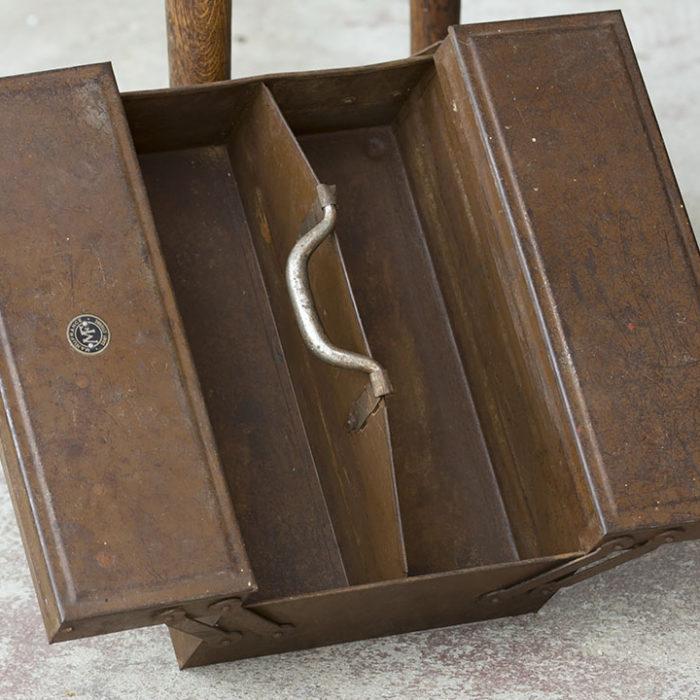Caja-metalica-herramientas-mecanico-Francia-vintage-antigua